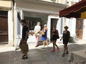 Yves Coladon artiste peintre et graveur. La boutique atelier rue du Bourg à Dieulefit.